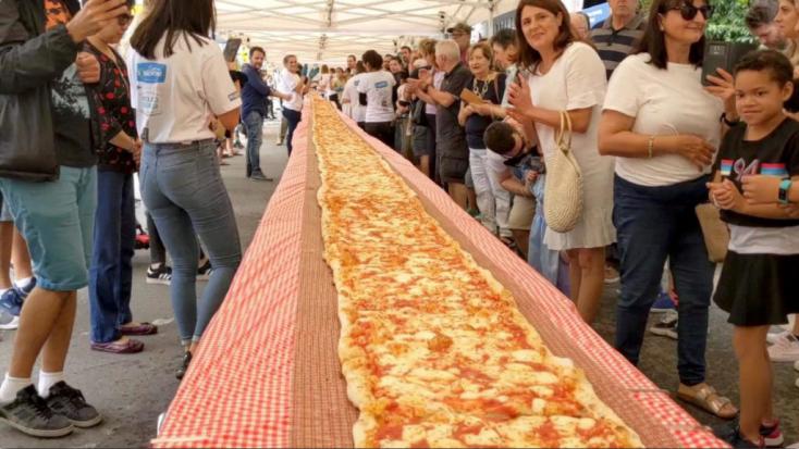 A vásárúti rétesnél is kétszer hosszabb pizzával gyűjtöttek pénzt az ausztrál tűzoltóknak!
