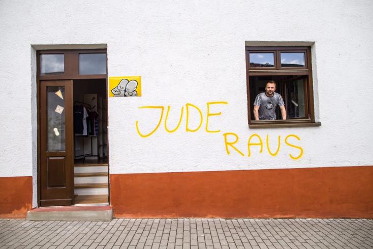 """""""Tűnés, zsidók!"""" - ezt firkálták a Pohoda irodájának falára!"""