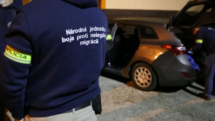 Ukrán munkásokat foglalkoztattak feketén, lecsapott rájuk a rendőrség