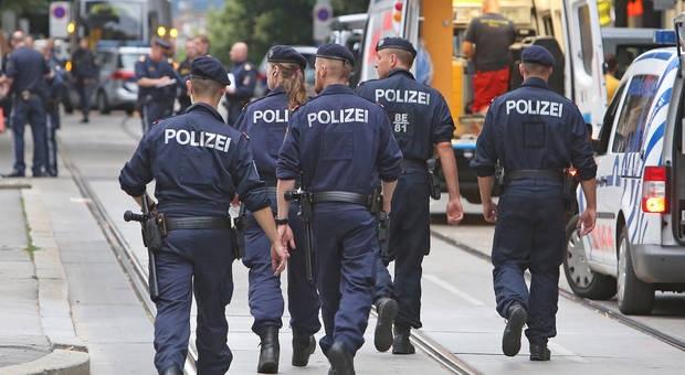 Elítélték a csecsen fiatalokat, akik rendőröket készültek gyilkolni Ausztriában
