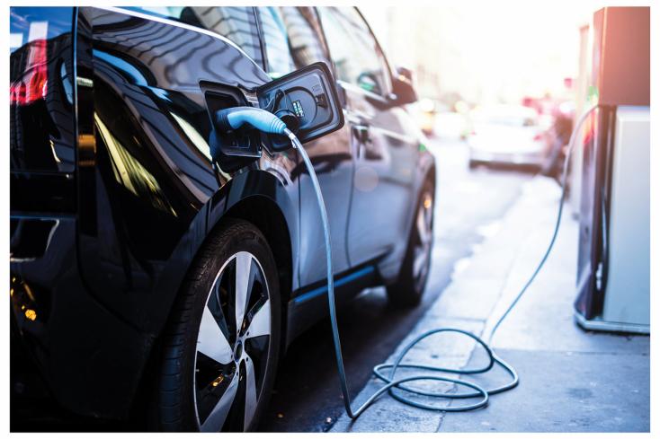 Mobilalkalmazással segíti az elektromos autók feltöltését a Slovnaft és a MOL