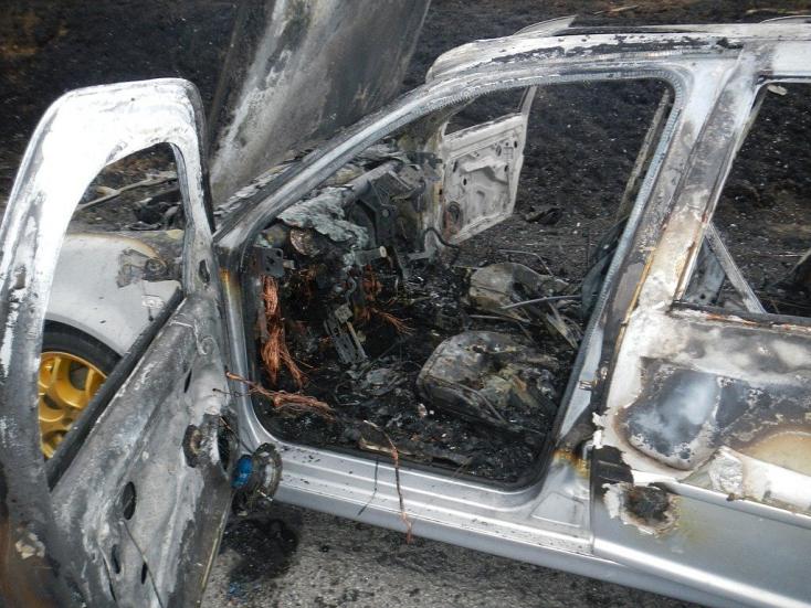 TŰZ: Szándékosan gyújthattak fel egy lakóház előtt parkoló BMW-t