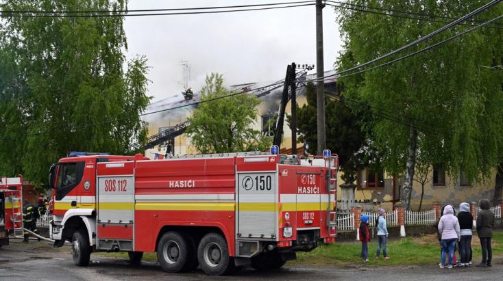 TŰZESET: Kigyulladt egy felújítás alatt álló községháza, óriási a kár (FOTÓK)