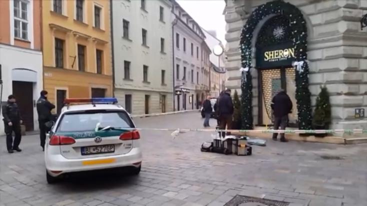 RABLÁS: Ékszerboltba rohantak egy kocsival, hatalmasat szakítottak a betörők Pozsony belvárosában!
