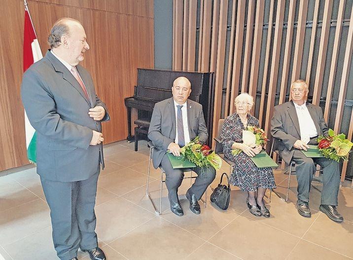 Augusztus 20. – Magyar állami kitüntetéseket osztottak Pozsonyban