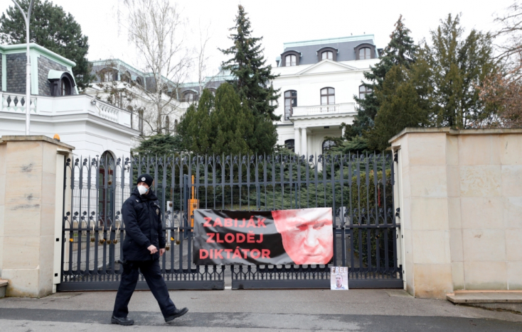 A szovjet katonai sírok gondozása csak álca, Szlovákiában is aktívak az orosz kémek