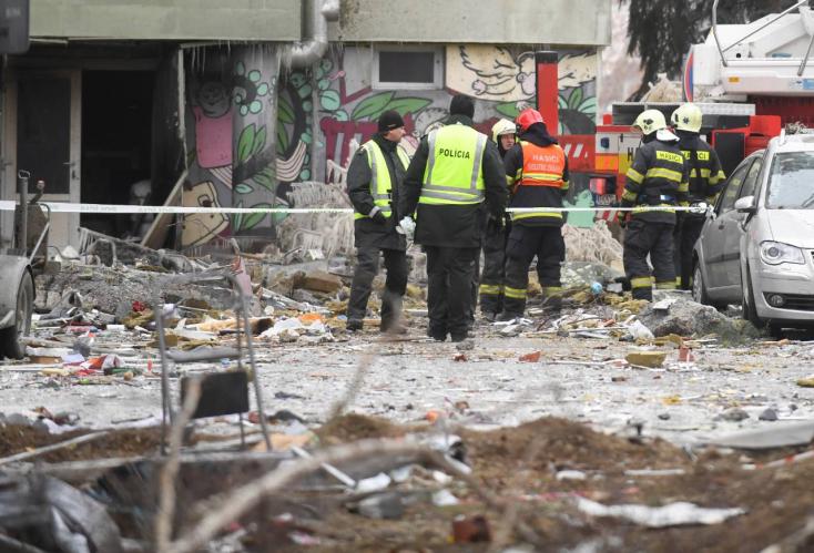 Alighogy ellenőrizte a kazánházat, jött a robbanás és a házmester szeme láttára temetett be törmelék három nőt