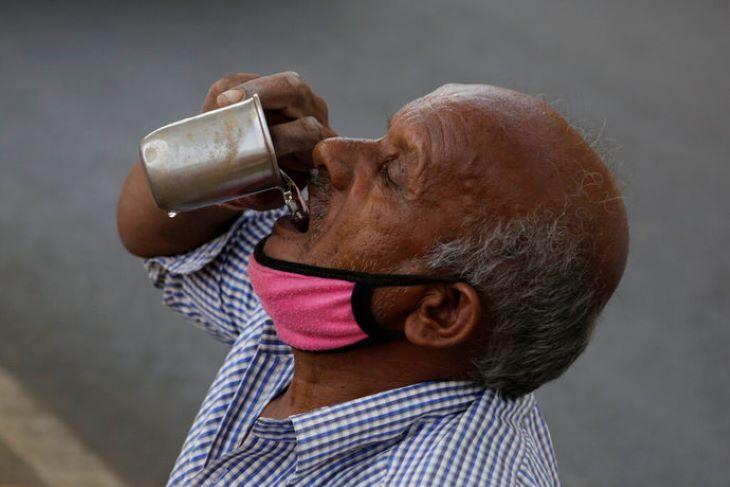 Járvány, hőhullám és sáskajárás sújtja egyszerre Indiát