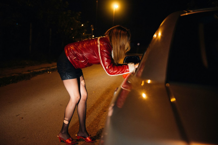 Virágzik a prostitúció, tovább tombol a szifilisz Tőketerebesen - a gyermekek között is!