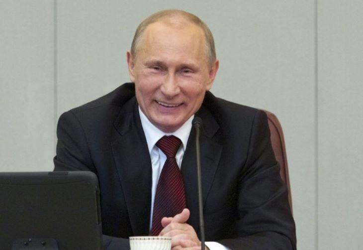 Aláírta Putyin az újraválaszthatóságát engedélyező törvényt