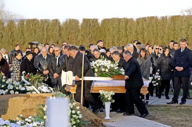 Több mint ötszázan vettek végső búcsút az ógyallai lövöldözésben meghalt Dávidtól