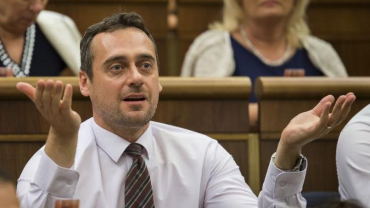 Rajtár feljelentést tesz a Bonapartéval kapcsolatos állítólagos csalások ügyében