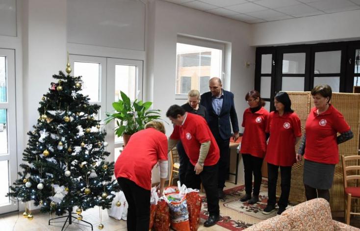 Rászoruló családok kaptak ajándékcsomagokat Dunaszerdahelyen