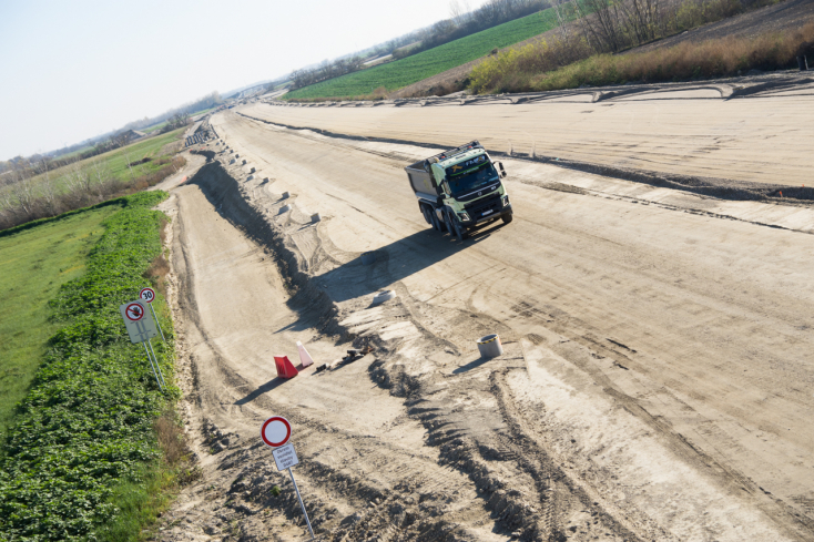 D4/R7: Azbesztet találtak az építkezés talajmintáiban!