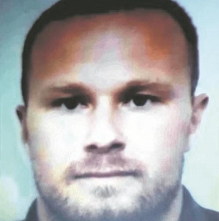 Kegyetlen maffiózó rokonai vállalkoznak Szlovákiában.Annyira brutális a híre, hogy attól még Csontinak is felfordulna a gyomra