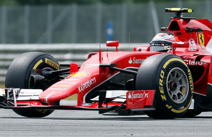 Jövőre is marad a Ferrarinál Kimi Räikkönen
