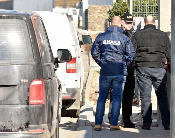 Vizsgálják, hogyan követhetett el öngyilkosságot a gyanúsított a rendőrségi razzia során
