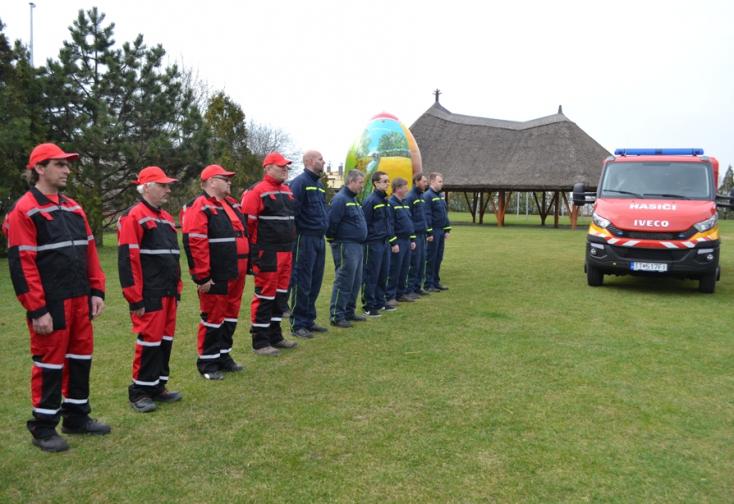 Újabb négy csallóközi falu önkénteseinek hozott Kaliňák és Bugár egy-egy tűzoltókocsit