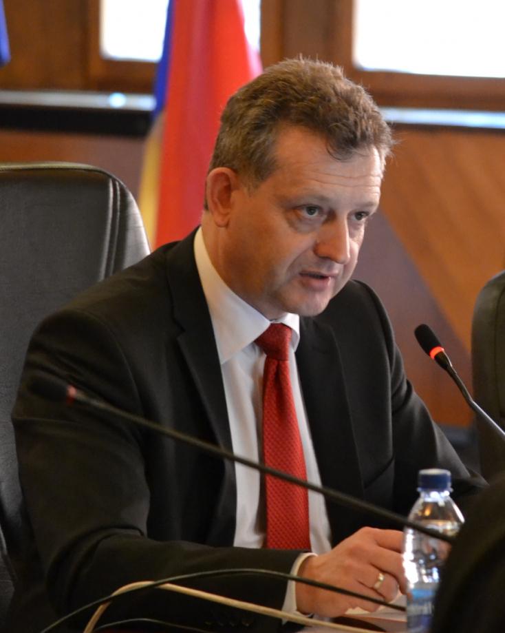 57 500 eurónyi dotációról Hájos Zoltán egyedül döntött