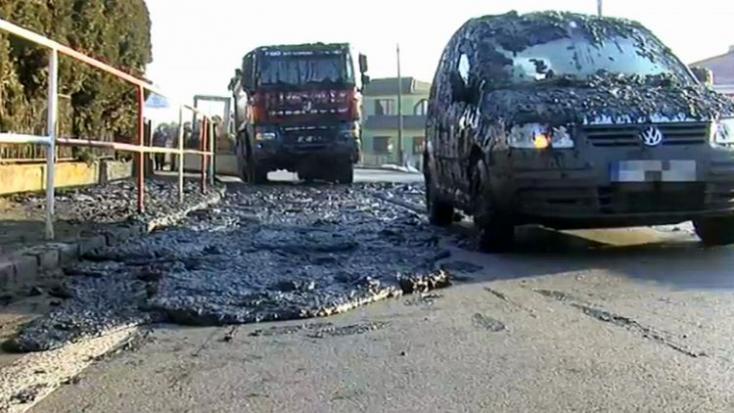 Kellemetlen meglepetés – több tonna iszap zúdult az autósokra