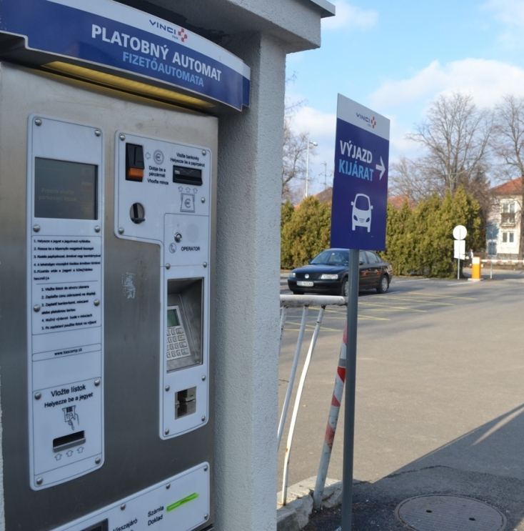 KÓRHÁZI PARKOLÁS: Nem lesz kötelezően ingyenes a parkolás a közkórházaknál!