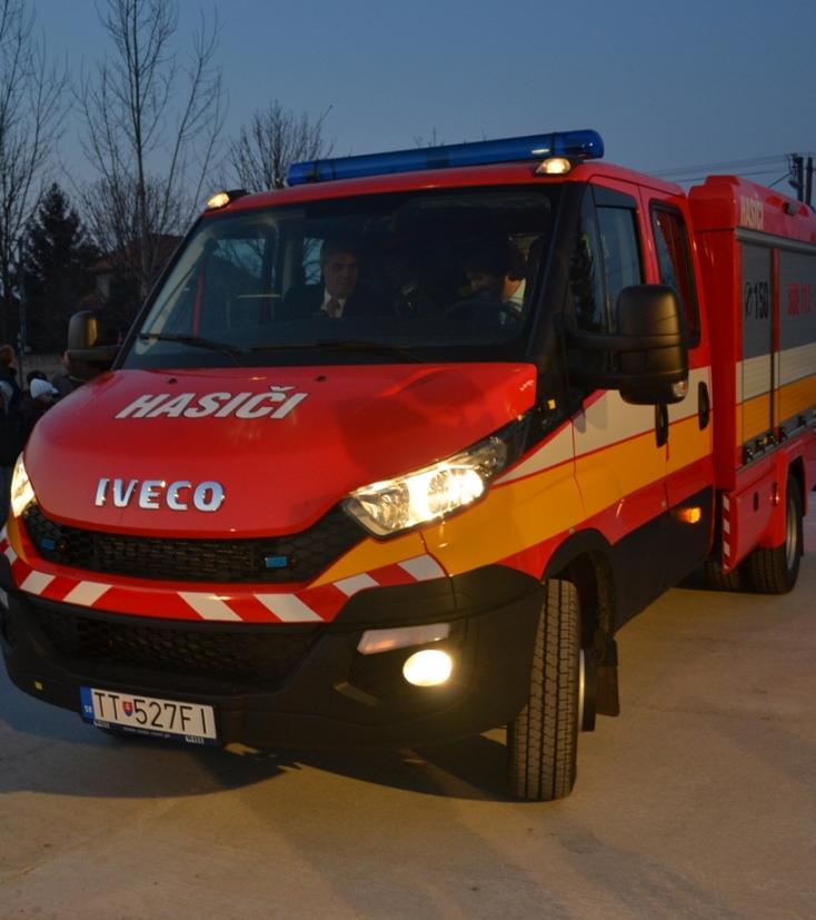 Kaliňák és Bugár tűzoltókocsival érkeztek Hodosba