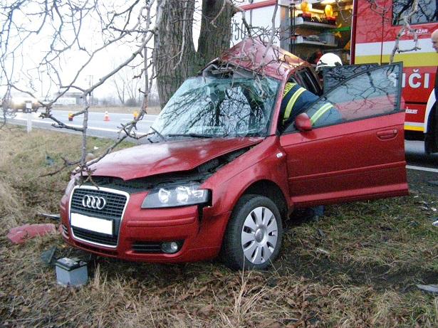 TRAGIKUS BALESET: Megcsúszott az Audival a 63-ason, meghalt a sofőr!