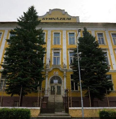 Magyarok közreműködésével szűnt meg  Rozsnyón a magyar középiskolai oktatás, Kassán pedig korlátozták