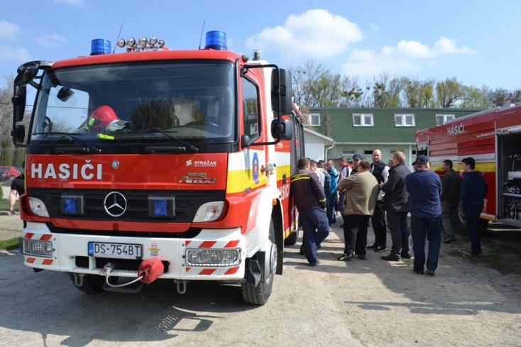Önkéntes tűzoltókat képeztek a profik!