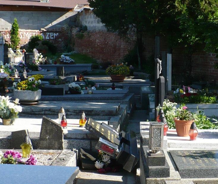 VANDÁLOK: Ismét komoly lopások a szenci temetőben