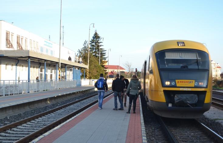 Hamis kártyásokra csaptak le a zsaruk, akik ingyen vonatoztak Dunaszerdahelyről!