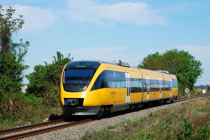 Bozótot metszenek a sínek mellett, pótlóbuszokra kell átszállni a RegioJetről