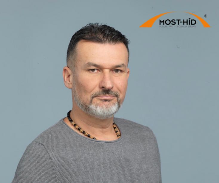 Balódi László: Rúgj a földön fekvőbe!