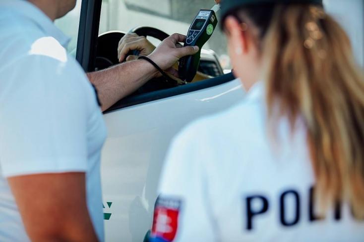 BALESET: Ittas nő vezette az Opelt, amely hátulról belehajtott egy VW-be!