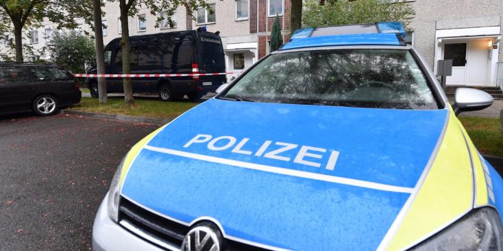 Egy rakás pedofilt vettek őrizetbe Németországban, van köztük anya és fia is