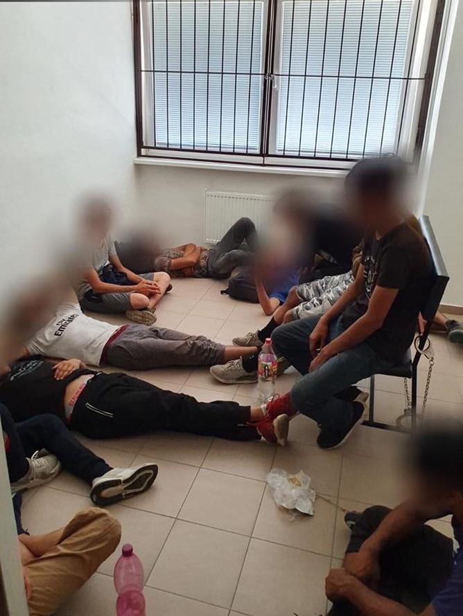 Közel 30 illegális bevándorlót fogtak el Párkányban
