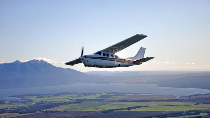 Az oktató elájult, a pilótajelölt vitte le a gépet