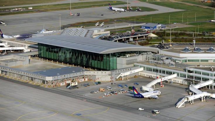 Kokaint és heroint akart becsempészni egy utas a budapesti repülőtéren – VIDEÓ