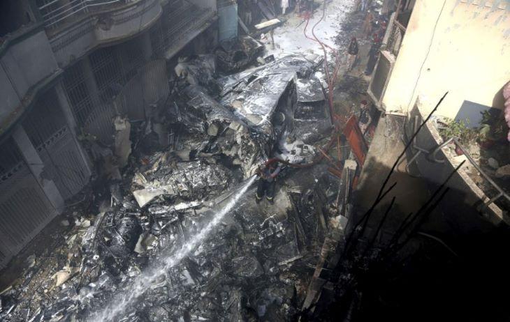 Megtalálták a lezuhant pakisztáni repülőgép hangrögzítőjét
