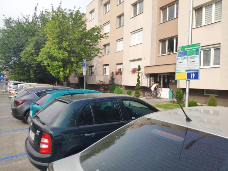 Október 1-jére tolták ki a dunaszerdahelyi lakótelepi parkolóreform ellenőrzését, de vajon addigra mindenki megérti?
