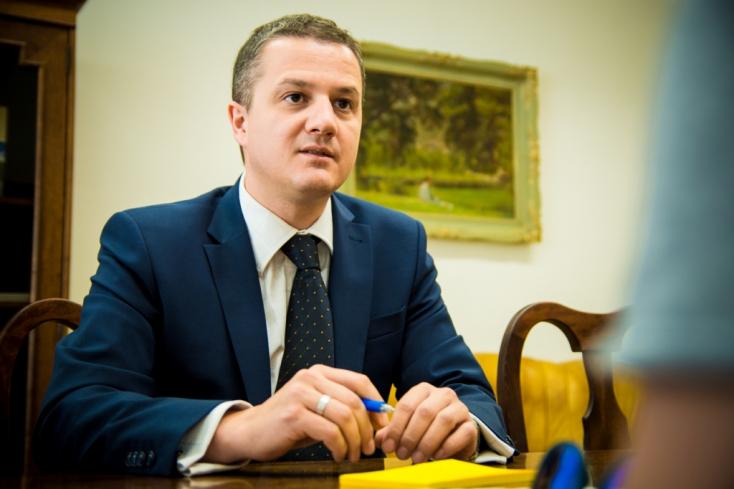 Rigó Konrád felszólította Mikušt és Berényit, lépjenek vissza a megyeelnök-jelöltségtől