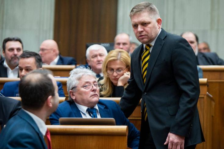 Alkotmánybíró-választás: Fröcsög a parlament, Fico és a Híd képviselője is kapott!