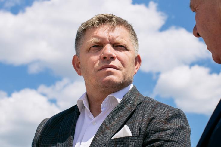 A Smer kiáll Pellegrini mellett, Fico nevetségesnek tartja a kormányfő leváltására tett indítványt