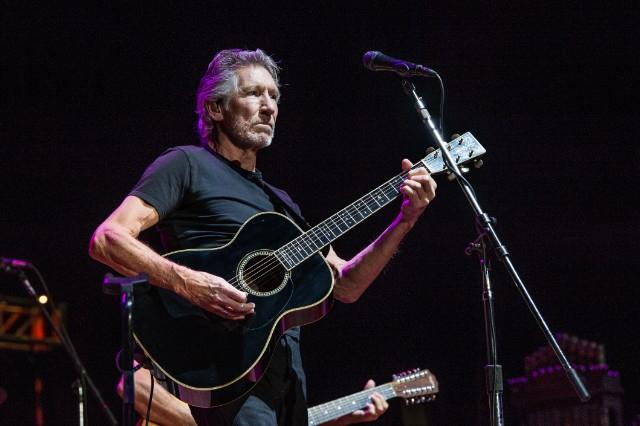 A venezuelai elnök gitárt ajándékozott Roger Watersnek