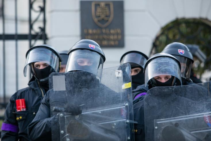 200 millió eurónyi EU-s pénzt pumpálnának a rendőrségbe