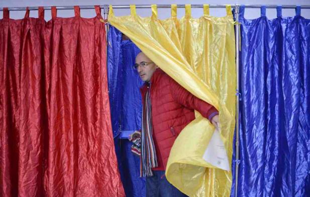 Romániai elnökválasztás - Az alkotmánybíróság jóváhagyta az első forduló eredményét