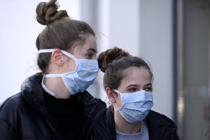 A koronavírus-fertőzöttek száma 18,5 millió, a halálos áldozatoké csaknem 700 ezer a világon