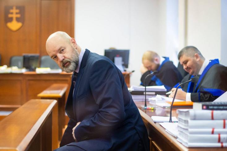 Kórházba került Pavol Rusko, valaki ismeretlen anyaggal öntötte le, januárra halasztották a tárgyalást