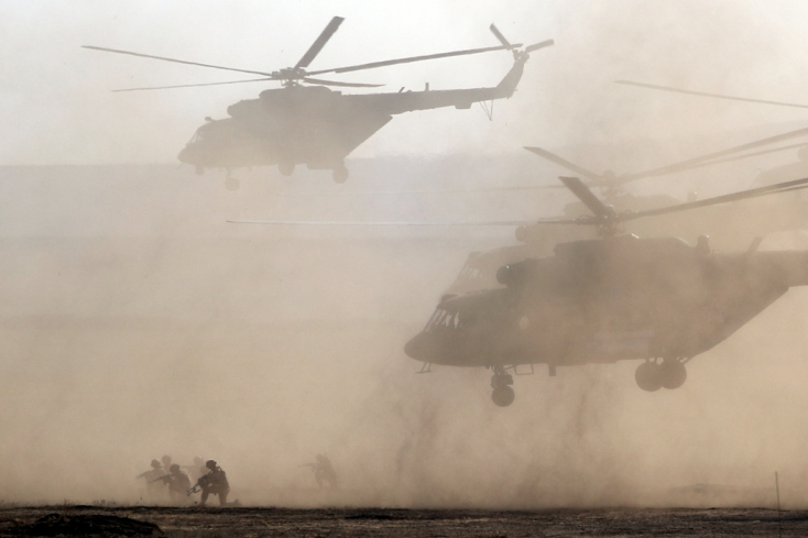 Orosz katonák árasztják el a Krímet