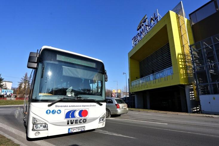 Csak napokra oldódik meg a Kotleba törvénytelen szerződése miatt befuccsolt elővárosi buszközlekedés Besztercebányán